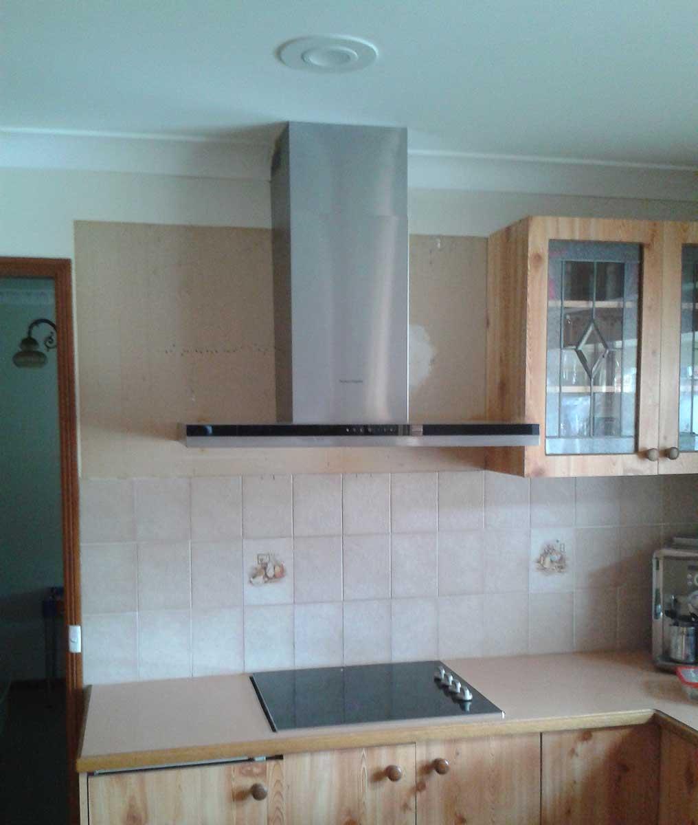 Attractive Kitchen Hood Installation Vignette - Modern Kitchen Set ...