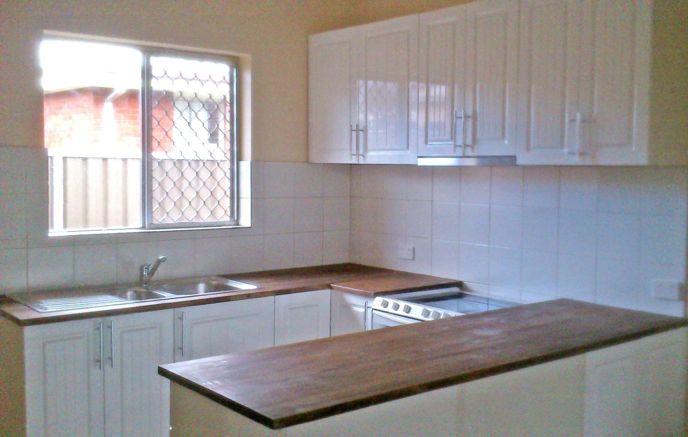 Bathurst handyman handyman bathurst bathurst handyman for Installing kitchen cabinets
